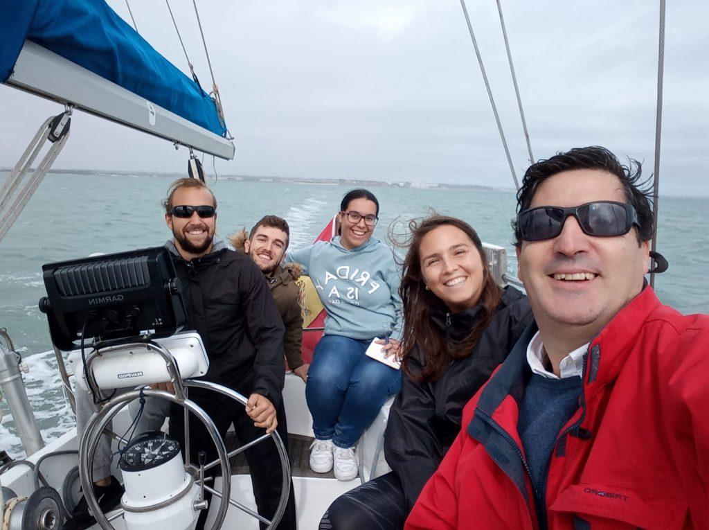 """Alumnos de """"Diseño de Embarcaciones Deportivas"""" realizan prácticas de Navegación"""